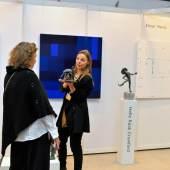 ((Bild Helle Rask Crawford auf der ARTe 2017, Bildnachweis: Messe Sindelfingen)): Die dänische Bildhauerin Helle Rask Crawford präsentierte ihr Werk auf der ARTe 2017.