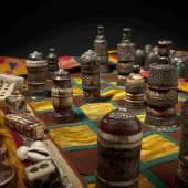 Aus der Wiege des Schachs, zwei aufwändigst gearbeitete, auf 1884 datierte, indische Schach- sowie zwei Pachisispiele. Copyright Hermann Historica oHG 2012