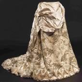 Kaiserin Elisabeth von Österreich – Ballkleidgarnitur um 1880. Zuschlag: 85000 Euro