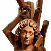Hl. Sebastian, an den Baum gefesselt. Langes Schamtuch, über die linke Hand fallend. Lindenholz, rückseitig gehöhlt. Oberfranken, um 1490. H 109 cm. Ausdrucksvolle gotische Skulptur!