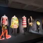 Ausstellungsansicht The Vulgar. Fashion Redefined, Barbican Centre, London Foto: © Barbican Centre
