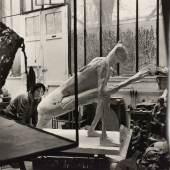 Franz Hubmann Im Atelier der Bildhauerin Germaine Richier, 1956 Silbergelatineabzug ALBERTINA, Wien – Schenkung Sammlung Helmut Klewan © Franz Hubmann | Imagno | picturedesk.com