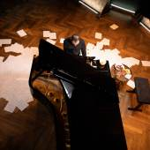 "Igor Levit spielt Eric Satie, ""Vexations"". Credit Boris Fromageot Silent Auction  Igor Levit – Charity Auction So, 28.06.2020 05:00 – 20:00 Uhr Termin exportieren Grisebach Fasanenstraße 25 10719 Berlin"