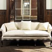 Los 170* AN IMPORTANT GEORGE III CARVED MAHOGANY SOFA ATTRIBUTED TO WILLIAM AND JOHN GORDON £80,000 - 120,000 €110,000 - 170,000