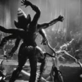Mata Hari, 1931 (Still), Film mit Greta Garbo und Ramon Navarro, Regie: George Fitzmaurice, Teil der Installation Eye ( I ) Ei, 2019 von Stephanie Misa
