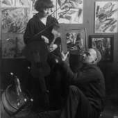 Fahrende Musiker, erstes Doppelporträt von Stepanowa und Rodtschenko, 1921 (Fotograf unbekannt). Silbergelatine-Print, 23,5 x 16,5 cm. Foto: © A. Rodtschenko & W. Stepanowa Archiv © Privatbesitz