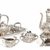 Tee- und Kaffeeservice mit floralem Dekor Silber Arthur & Bond Yokohama, Japan Meiji-Zeit Um 1904 Ergebnis: 15.360 Euro