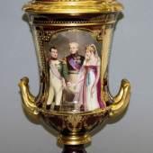 """Kratervase """"Napoleon und Königin Louise in Tilsit"""", wohl Volkstedt um 1900, Limit::500 €"""