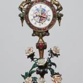 Seltene Wiener Uhr, vergoldet mit Schmucksteinbesatz und Blumen aus Email, Spindelwerk mit Repetition  Wien 19. Jh., H: 30 cm  Kunsthandel Strassner