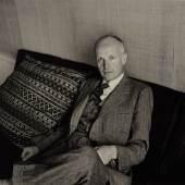 Elliott Erwitt fotografierte 1956 seinen Magnum Kollegen David 'Chim' Seymour (c) westlicht.com