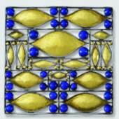 Brosche  Entwurf Josef Hoffmann, 1907 Ausführung Wiener Werkstätte, 1907  Silber, Gold foliert, Lapislazuli Privatsammlung, Courtesy Neue Galerie New York  © Asenbaum Photo Archiv