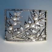 Jugendstilbrosche, Wien um 1900, Gold/Silber, Diamanten und Altschliff- Brillanten zus. ca. 6 ct., Orientperlen, 6 x 4 cm  Zur Verfügung gestellt von: Art & Antique Sabine Füchter