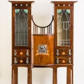 870 Jugendstil‐Kabinettschrank, Mahagoni, massiv. Auf zweigliedrigem, 1.500,00 €