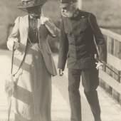 Franz Joseph I. und Katharina Schratt bei einem Spaziergang Foto von Arthur Floeck um 1895