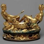 Salzfass (Saliera) (727 KB) Benvenuto Cellini 1540-1543, Paris Gold, Email, Ebenholz, Elfenbein H. 26,3 cm , L. 28,5 cm, B. 21,5 cm © Wien, Kunsthistorisches Museum