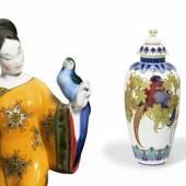 """CHINESIN MIT PAPAGEI (li) AUS DEM """"HOCHZEITSZUG"""" (DETAIL) Ausführung: Königliche Porzellan- Manufaktur Berlin 1911 (Ausführung) Bröhan-Museum, Berlin"""