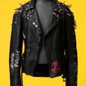 Lederjacke getragen von einem Stuttgarter Punk, um 2000 © Landesmuseum Württemberg, Hendrik Zwietasch