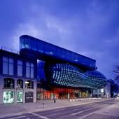 Kunsthaus Graz, Nachtaufnahme  Foto: Universalmuseum Joanneum, Eduardo Martinez