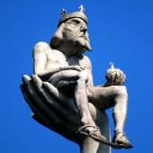 """""""Kaiser"""" auf der Hand der """"Imperia"""" im Konstanzer Hafen"""