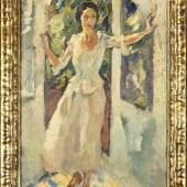 """Leo Putz (1869-1940), """"An der Thür"""", aus einem sommerlichen Garten tritt eine junge Frau (wohl Mara Hoffmann) mit weiter Geste durch eine Terrassentür. Mindestpreis:18.000 EUR"""
