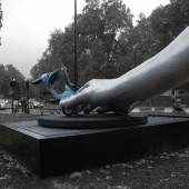 Lorenzo Quinn sculptures 13