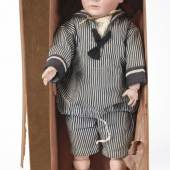 Charakterjunge, FRANZ SCHMIDT & Co in Originalkarton. A Franz Schmidt & Co Character Doll of a Boy in its Original Box, ca. 1912. Some colour missing to the body, three fingers missing, minor damage to the carton. Zuschlagspreis:11.000 EUR