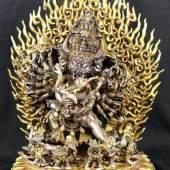 Yamatanka, Überwinder des Todes, tantrische Form des Avalokiteshvara und Shakti. Bronze, Silber, teilw. verg., Aufrufpreis:4.000 EUR