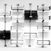 Vittorio Introini 1935 Libreria Proposals P 700 Stahl, verchromt, Glas: 4 Wandhalterungen, 10 Regalelemente, 2 Vitrinen, 1970; H 232 cm