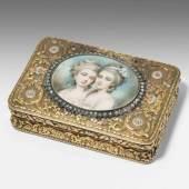 Tabatière mit Porträtminiatur Frankreich, Anfang 19.Jh. Gold en trois couleurs.  Schätzpreis:8.000 - 12.000 CHF