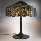 Louis C. Tiffany, Tischleuchte 'Apple Blossom', um 1904 Tischleuchte 'Apple Blossom', um 1904  Aufrufpreis:60.000 EUR Schätzpreis:60.000 - 90.000 EUR