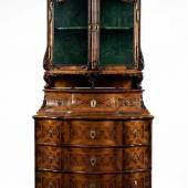 Mainzer Rokoko-Aufsatzmöbel Höhe: 187,5 cm. Breite: 98 cm. Tiefe: ca. 65 cm. Schätzpreis:30.000 - 40.000 EUR