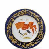 Gedenkteller mit roter Fahne Porzellan, blauer Unterglasurdekor, rotes und schwarzes Email, Vergoldung.  Schätzpreis:10.000 - 15.000 EUR