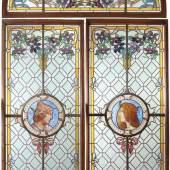 Paar Buntglasfenster mit Lünette Meisteratelier Bertin, Nizza um 1890. Farbiges Glas. z.T. polychrom bemalt.  Aufrufpreis:8.000 EUR Schätzpreis:10.000 EUR