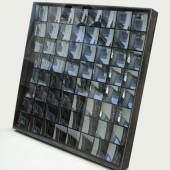 Luther, Adolf. 1912 - Krefeld - 1990 Hohlspiegelobjekt. 64 quadratische konkave Spiegel in einem Holzkasten. 153 x 153 x 16 cm. Verso sign. und dat. (19)76. Einige Kratzer auf der Plexiglasscheibe und tlw. Verschmutzungen der Spiegel. Aufrufpreis:12.000 EUR