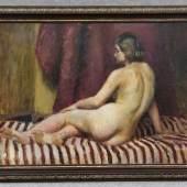 Weiss, Wojciech (Leorda/Bukowina 1875 - 1950 Krakau) attr. Gemälde, Öl auf Holzplatte, Mädchenakt auf gestreifter Decke Mindestpreis:6.000 EU
