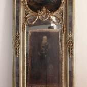 Großer Höfischer Pfeilerspiegel Rahmen Holz geschnitzt, gefasst und vergoldet, verspiegelte Pilaster mit geschnitzten Mindestpreis:7.000 EUR