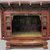 Museales Hochzeitsbett der Qing-Zeit, China 19. Jh. Vollständiges Schrankbett, Aufrufpreis:3.800 EUR Schätzpreis:7.000 - 8.000 EUR