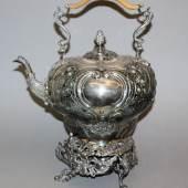 Großer Heißwasserkessel auf Rechaud, Silber, William & Patrick Cunningham, Edinburgh, 1813 Aufrufpreis:1.100 EUR Schätzpreis:1.800 - 2.200 EUR