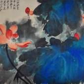 """ZHANG Daqian (1899 Neijiang - 1983 Taipeh) """"Roter Lotus"""", zwischen blau/grünen Blättern, Aquarell auf Papier mit chinesischen Schriftzeichen Mindestpreis:60.000 EUR"""