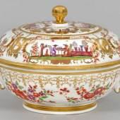 Deckelterrine mit Chinoiserien von Johann Gregoires Hoeroldt, Mindestpreis:12.000 EUR
