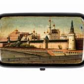 Zigarettenetui mit Stadtansicht von Moskau Russland, 19. Jh. Papiermaché, Schwarzlack, polychrome Malerei. Schätzpreis:2.300 - 2.700 EUR
