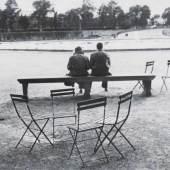 Robert Frank (Zürich 1924 - Inverness/Kanada 2019) Paris Couple Silbergelatineabzug, 19 x 30,5 cm Mindestpreis:18.000 EUR