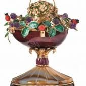 Fabergé-Herbstei mit Spielwerk Pforzheim, Victor Mayer Runder, mit Obsidian-Achat besetzter Sockel auf kurzen Füßen Schätzpreis:40.000 EUR
