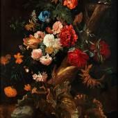 Ernst Stuven, 1657 Hamburg - 1712 Rotterdam, Schüler von Johannes Voorhout (1647 - 1723), dann Mitarbeit in den Ateliers von Willem van Aelst (1627 - um 1683) und von Abraham Mignon (1640 - 1676) BLUMENSTÜCK MIT FROSCH UND SCHLANGE Öl auf Leinwand. 116 x 90 cm.  Schätzpreis:50.000 - 80.000 EUR