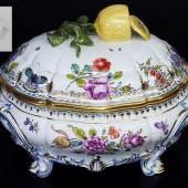 "Deckelterrine ""Rokoko-Cumberland"". NYMPHENBURG, 20. Jahrhundert. Dekor Nr. 1574.  Mindestpreis:900 EUR"