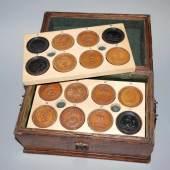 Musealer Satz barocker Spielsteine von Leherr, Wien & Müller, Nürnberg um 1700, Aufrufpreis:1.500 EUR Schätzpreis:5.000 - 7.000 EUR
