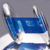 """Bedeutendes Objekt """"Blue Space"""" Stepán Pala, 2014 Blaues und optisches Glas, formgeschmolzen, geschliffen, poliert und laminiert. Schätzpreis:14.000 - 17.000 EUR"""