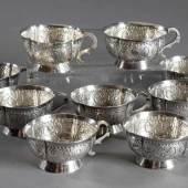 """9 Russische Wodkatassen mit floralem Reliefdekor, MZ: """"А.д"""", Beschaumeister """"I.C"""", Moskau 1771/74, Silber, 324g, H. 3cm Aufrufpreis:1.000 EUR"""