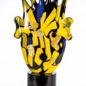 """""""Recycled N° 2"""" Kiki Kogelnik, 1996 Schwarzviolettes Glas mit eingeschmolzenen Glasplättchen in Gelb, Schätzpreis:19.000 - 23.000 EUR"""