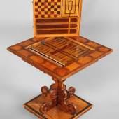 Renaissance-Spieltisch Tirol, um 1650, aufwendig gearbeitetes Kleinmöbel mit raffinierter Technik,  Mindestpreis: 4.900 EUR
